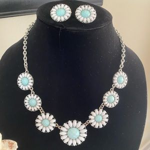 Charming Charlie Flower Necklace